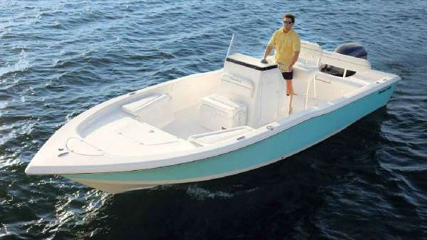 Tidewater 2400 Bay