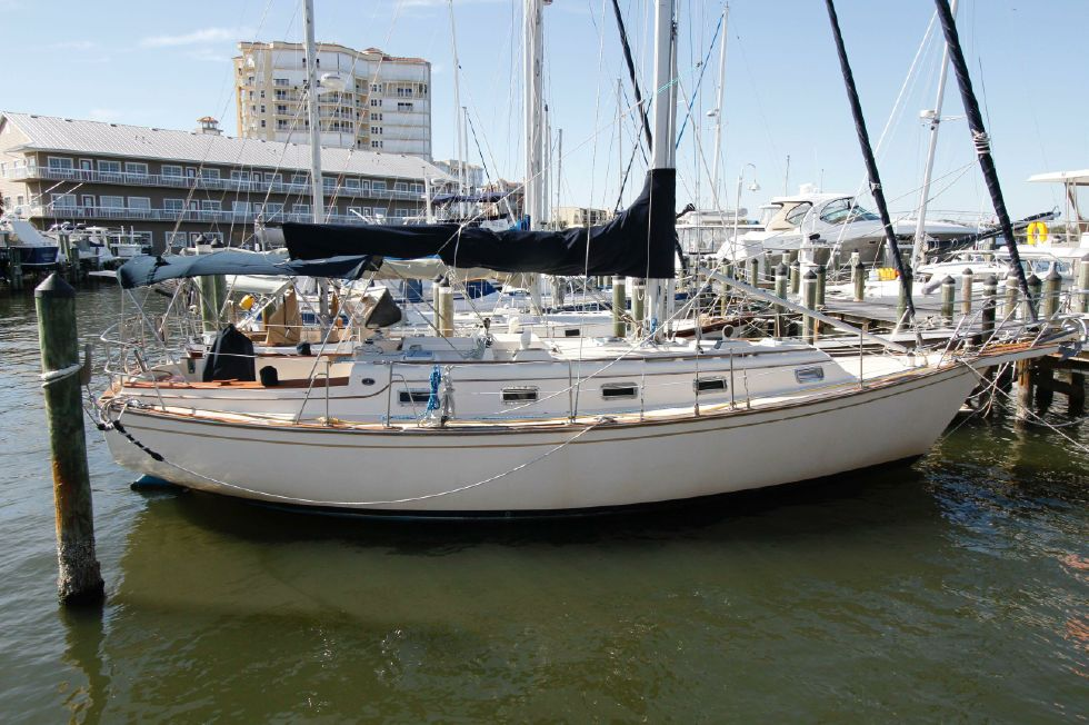 1990 Island Packet 35 Cutter