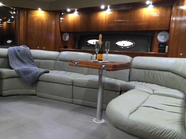 2005 Cruisers Yachts Brokerage Connecticut