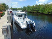 2016 Everglades 320 EX