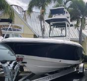 2019 Robalo Cayman 246