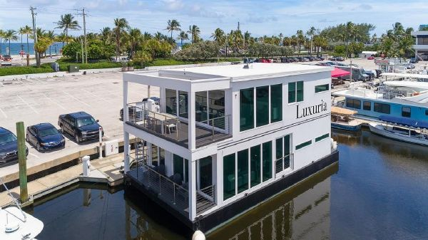Global Boatworks Costal Yacht