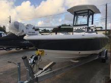 2021 Robalo 246 Cayman