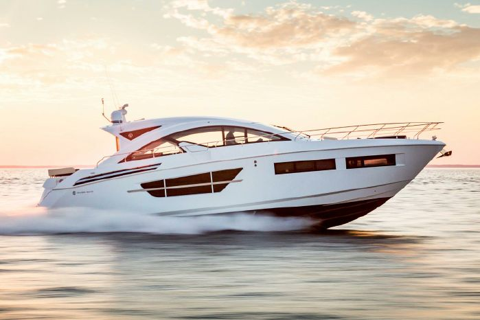 2019 Cruisers Yachts