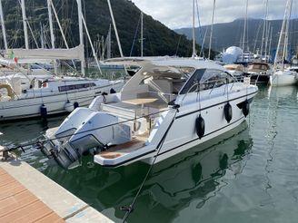 2020 Sealine S330V