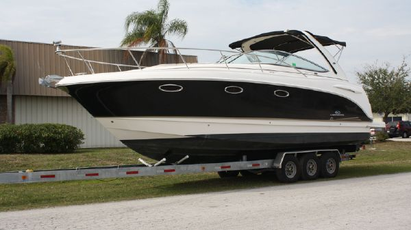 Chaparral 330 Signature Port Hull Side