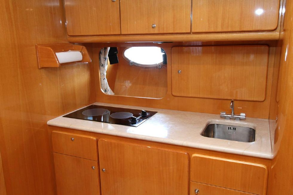 2000 Uniesse 42 Open - Galley