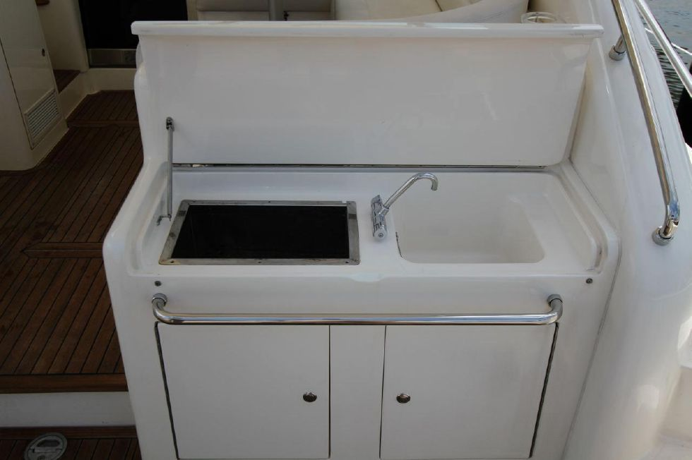 2000 Uniesse 42 Open - Ice Box with Sink