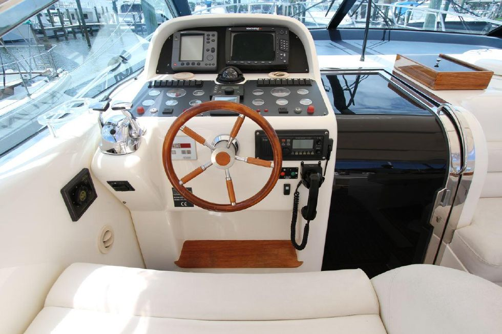 2000 Uniesse 42 Open - Helm Station w/2 AC ducts