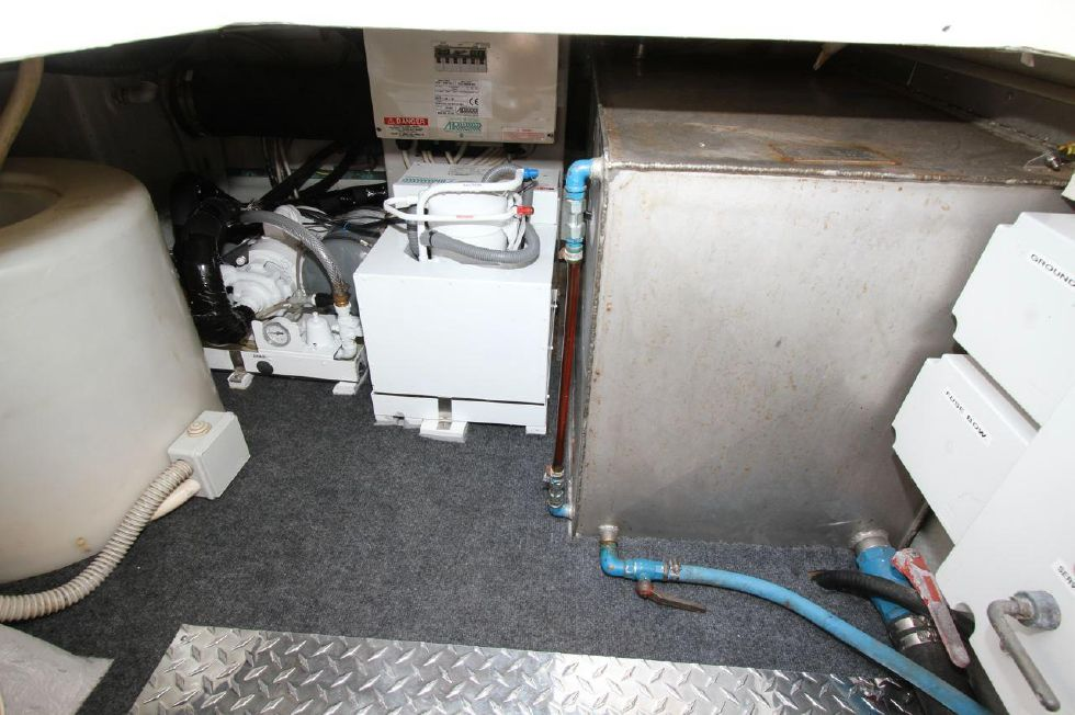 2000 Uniesse 42 Open - AC unit w/water chiller