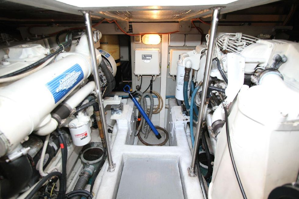 2000 Uniesse 42 Open - Engine Room w/twin Cummins