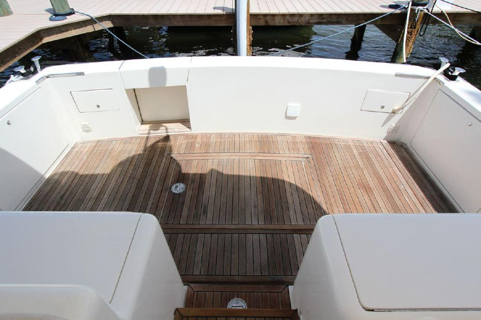 2000 Uniesse 42 Open - Beautiful Teak sole in Cockpit