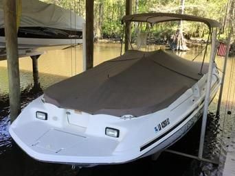 Sea Ray 240 Sundeck Tonnneau Cover/In-Lift Slip