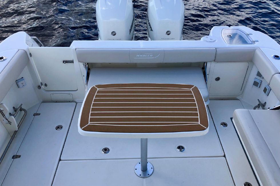 2017 Boston Whaler 315 Conquest
