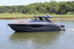 2021 Cruisers Yachts 38 GLS OB SOUTH BEACH