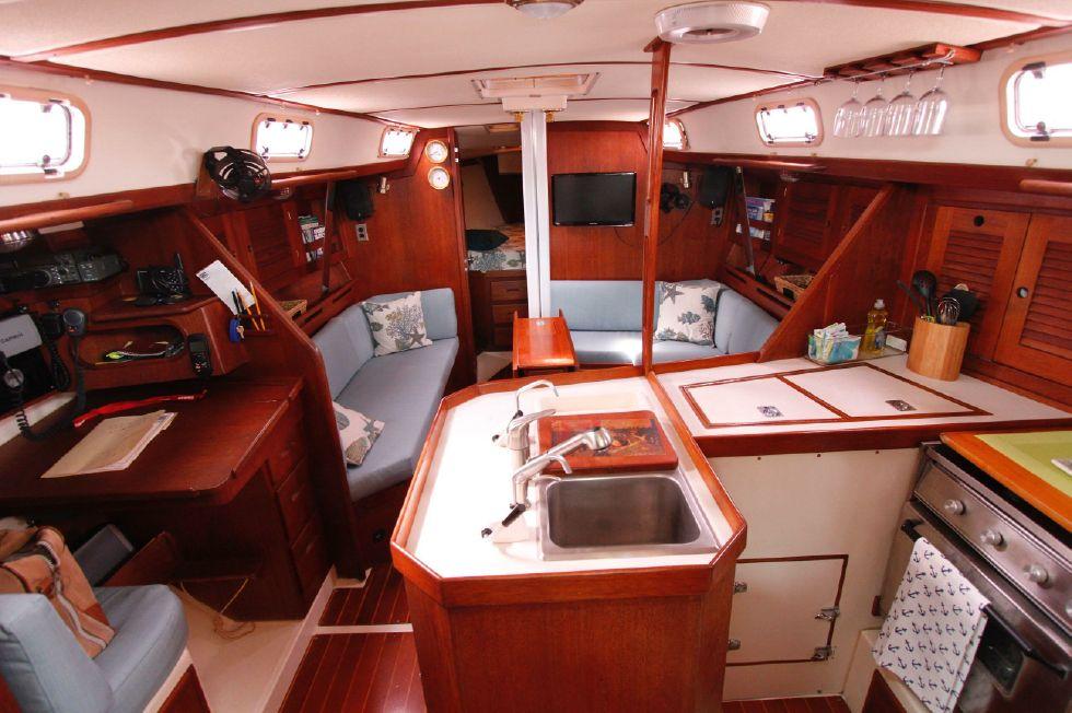 1989 Tartan Yachts 372 37 Boats for Sale - Edwards Yacht Sales
