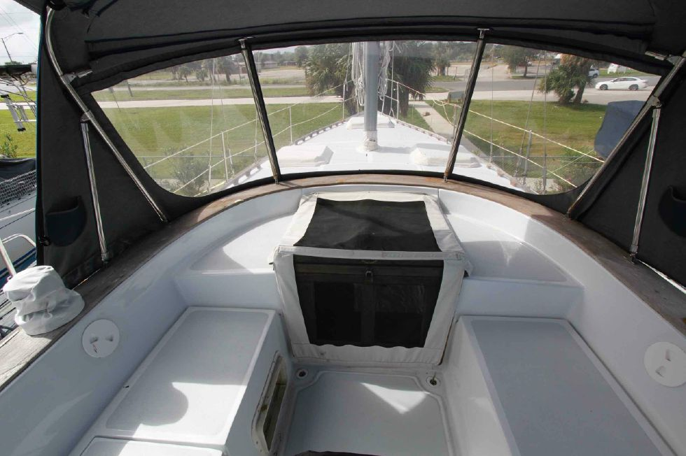 1984 Endeavour Center Cockpit