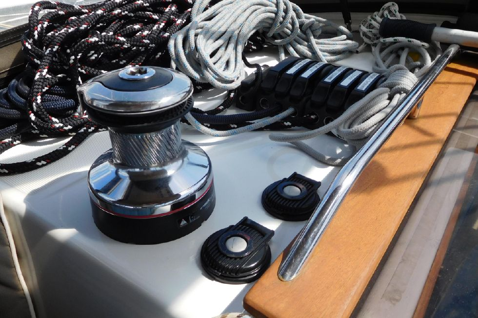 Mainsail control winch