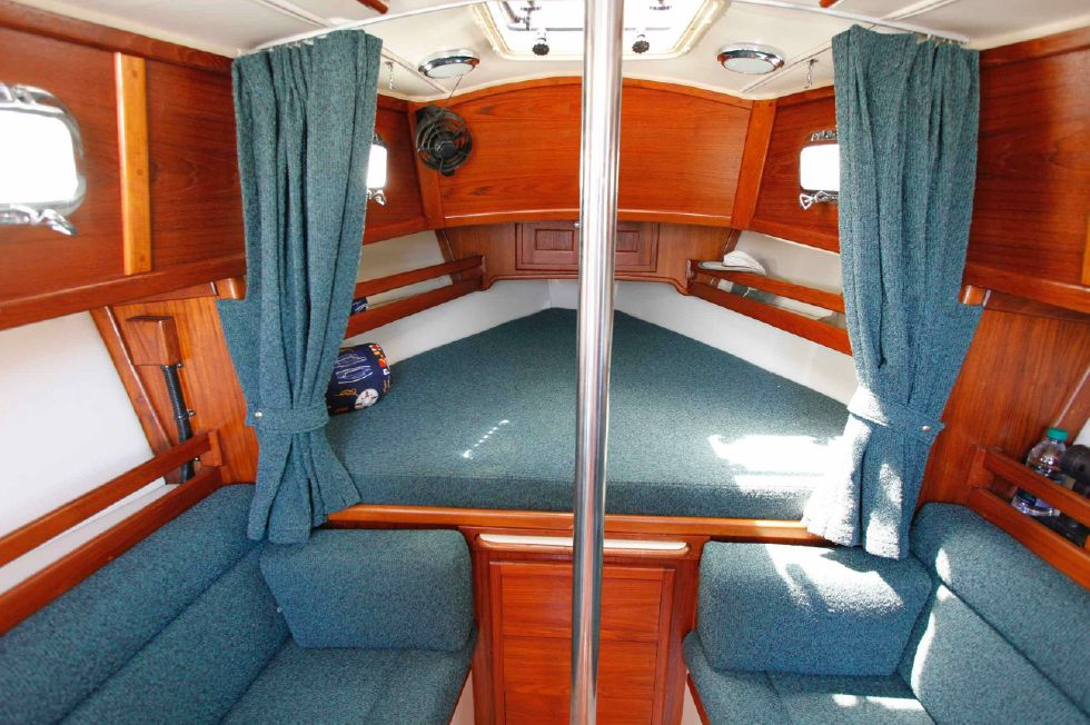 Pacific Seacraft Dana 24 Vberth