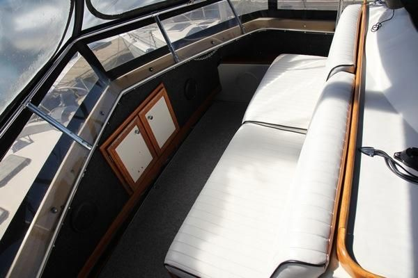 Forward Helm Seating