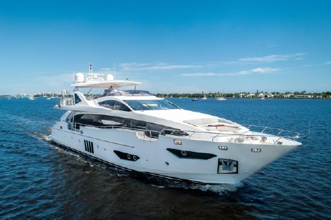 2017 Azimut 95 Raised Pilothouse