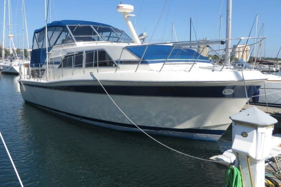 1984 Chris-Craft Catalina 381