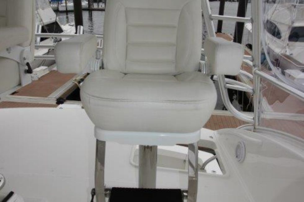 2010 Viking 60 Convertible - Deck 5 - Helm Seat