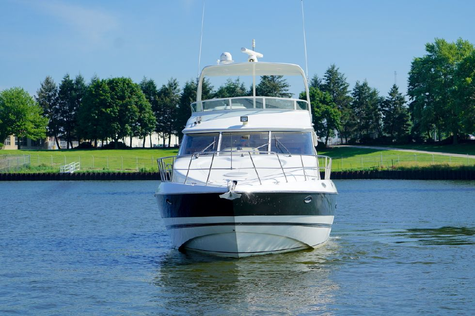 2003 Cruisers Yachts 5000 Sport Sedan