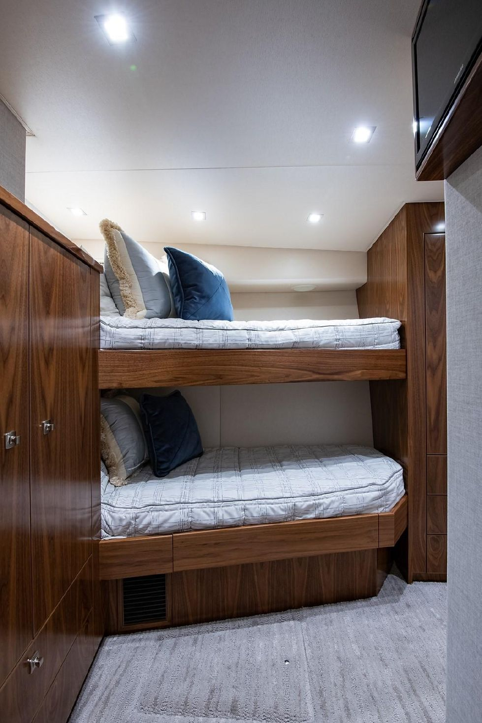 Mid Starboard Guest Stateroom