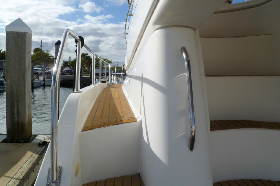 Carver 42 SS Port Side Deck