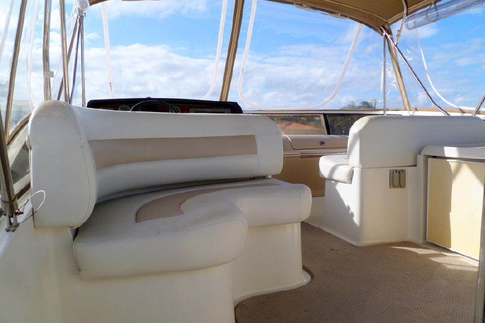 Carver 42 SS Flybridge Seating