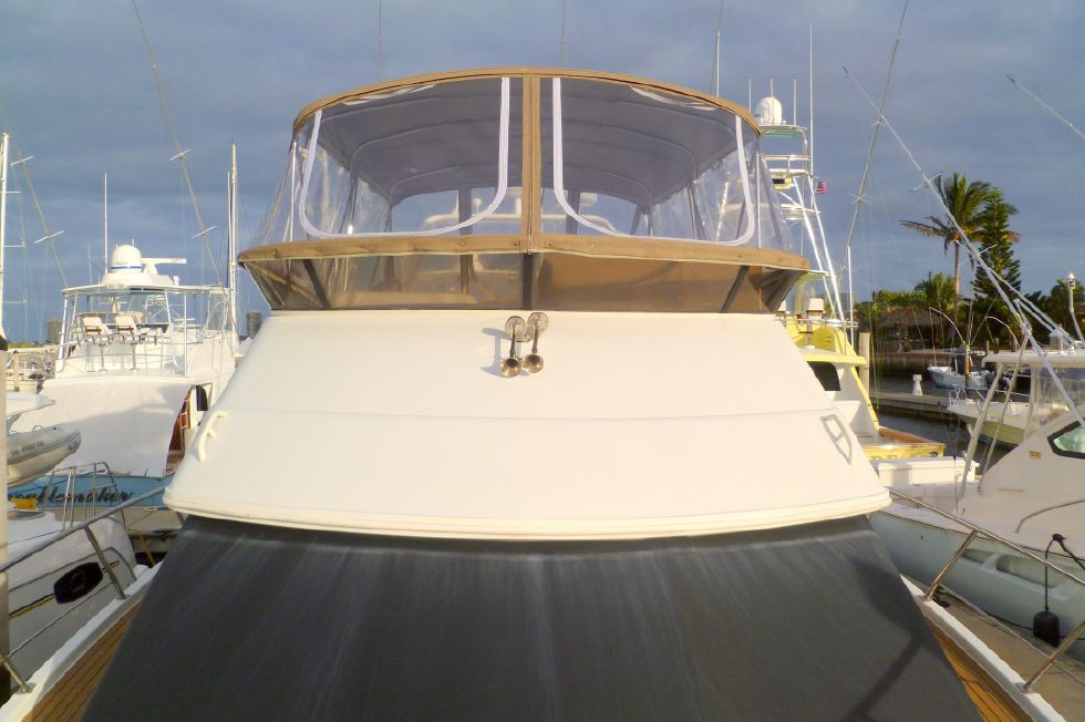 Carver 42 SS Windshield Sunscreen & Flybridge