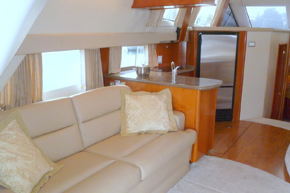 Carver 42 SS Salon Port Side
