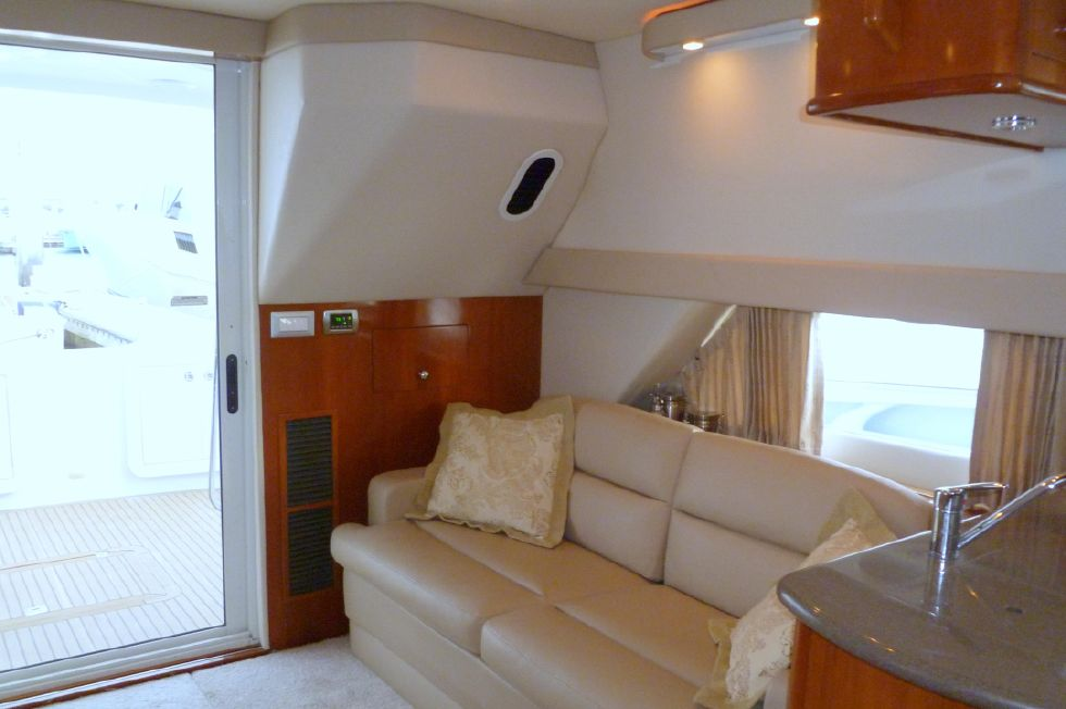 Carver 42 SS Salon Aft Port Side