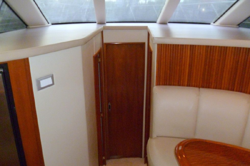 Carver 42 SS Fwd to Staterooms