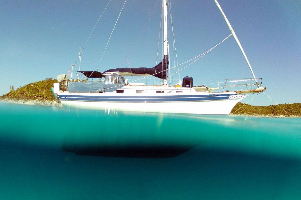 1987 Bayfield 32C - Bahama Chillin off Johnny Depp's private island in the Bahamas