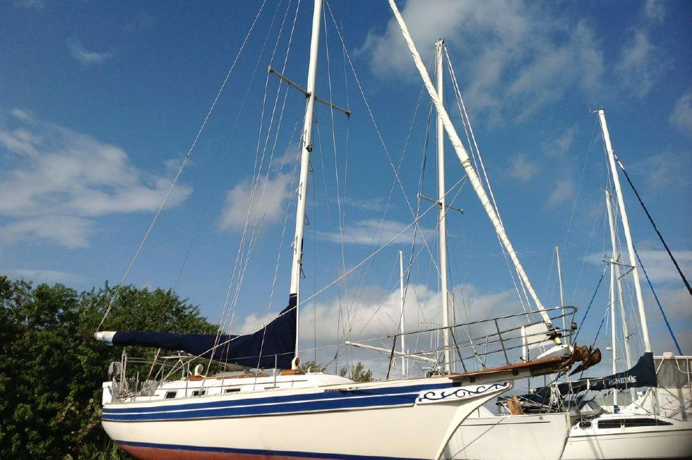 1987 Bayfield 32C - Oversized Rigging
