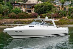 2010 Intrepid 43 Sport Yacht