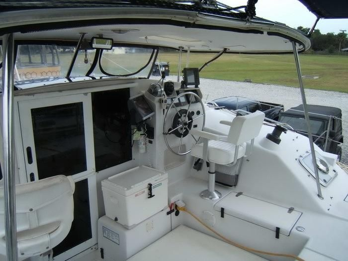 1998 PDQ 36 Capella LRC Twin Diesels - PDQ 36 cockpit stud side and helm