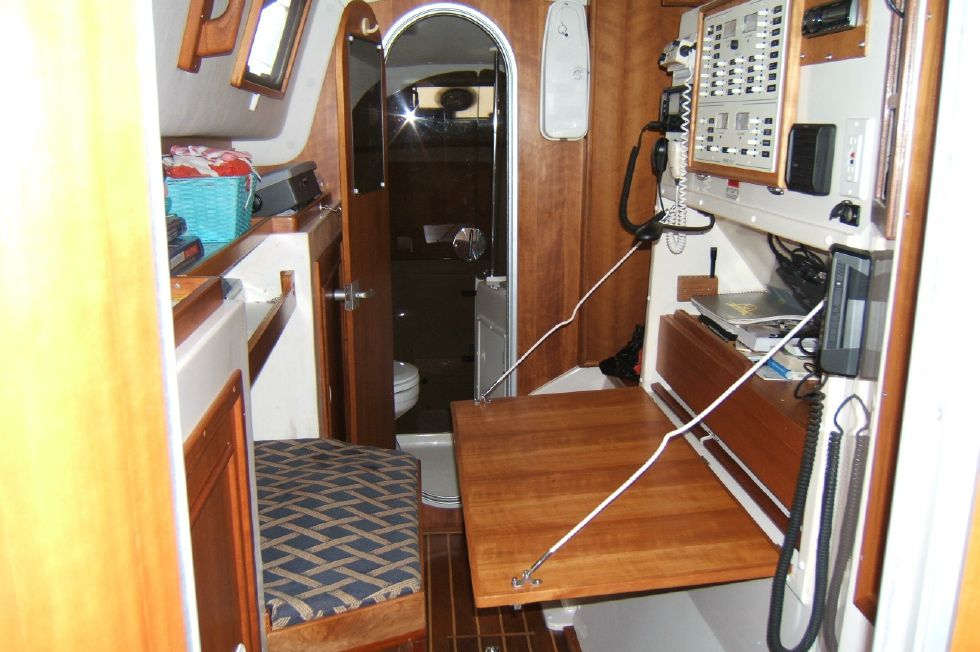 1998 PDQ 36 Capella LRC Twin Diesels - PDQ 36 nav center with drop down table