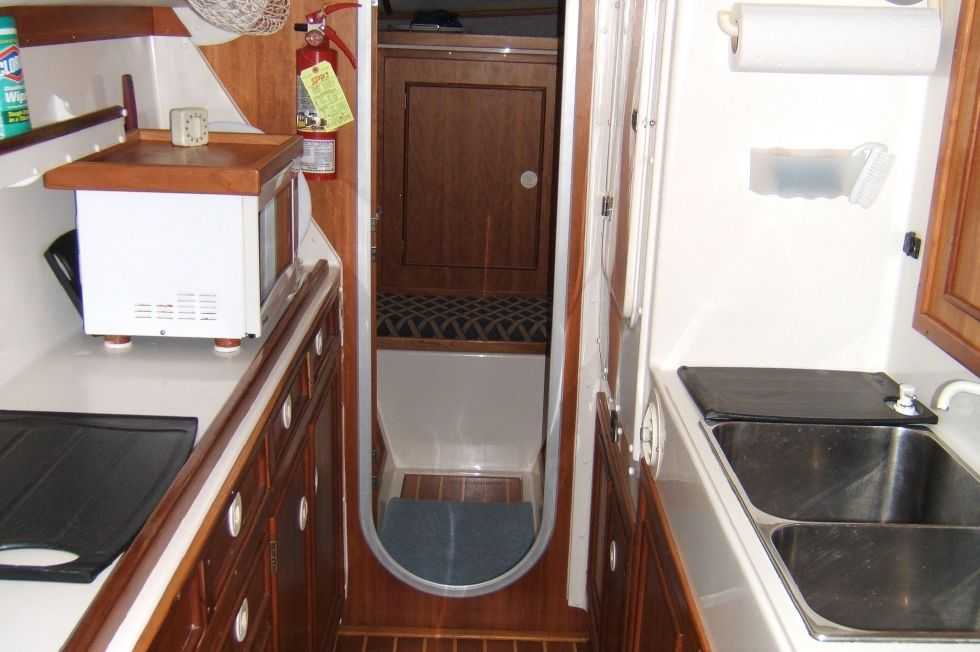 1998 PDQ 36 Capella LRC Twin Diesels - PDQ 36 galley looking fwd