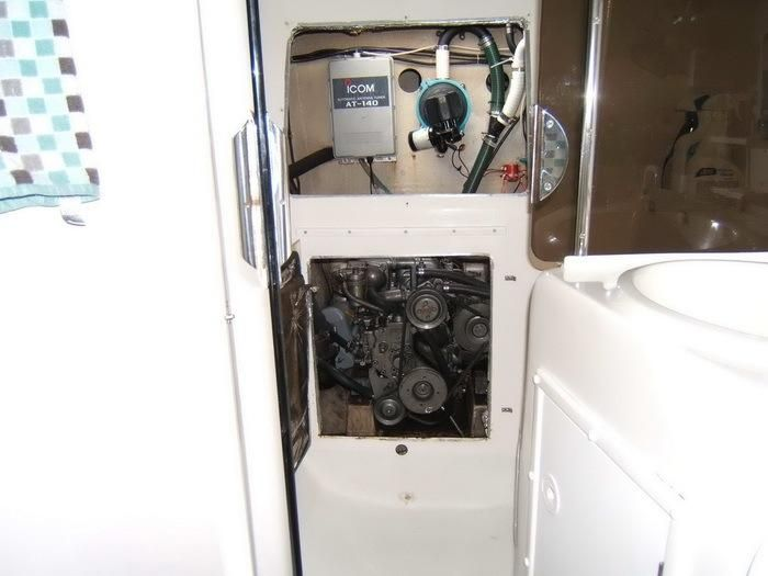 1998 PDQ 36 Capella LRC Twin Diesels - PDQ 36 engine access stbd side