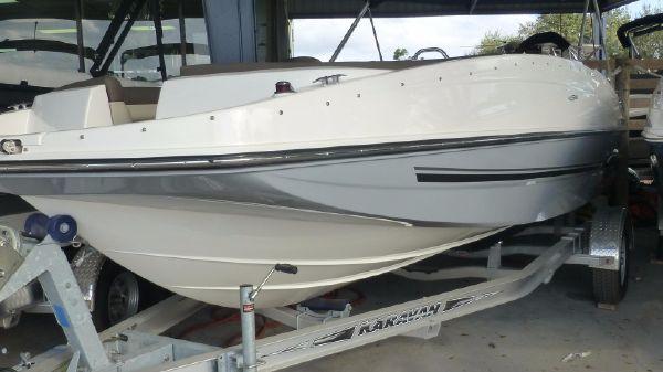 Bayliner 190 Deck