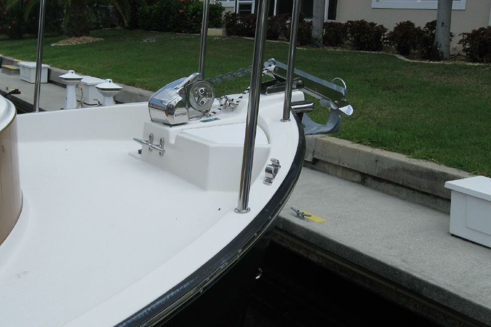 2015 Ranger Tugs R-27 - Clean foredeck with Lewmar windlass
