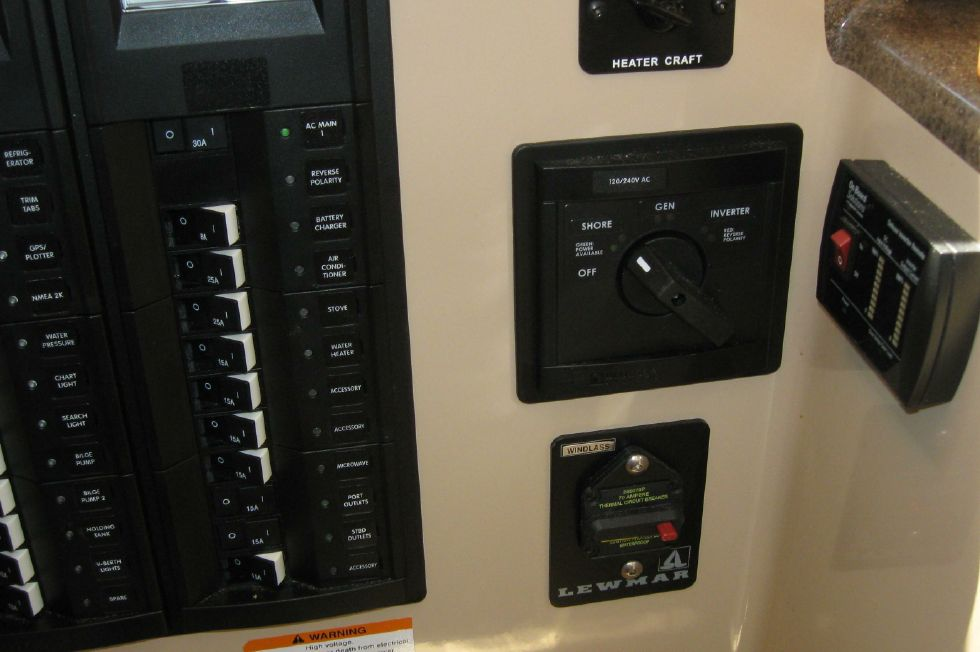 2015 Ranger Tugs R-27 - Electrical panel