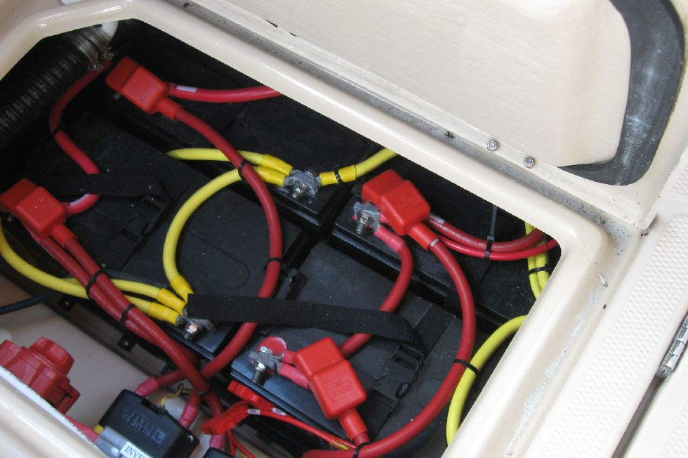 2015 Ranger Tugs R-27 - Battery compartment
