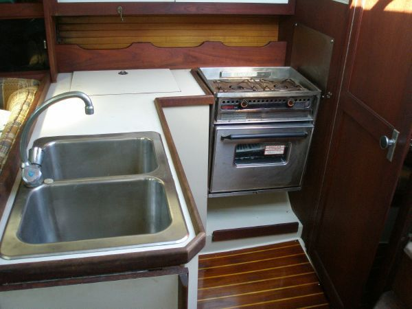 1987 CATALINA YACHTS 34 Sloop Wing Keel Tall Rig (1998 Yanmar) - L Shaped Galley