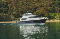 2000 Salthouse Enclosed Flybridge