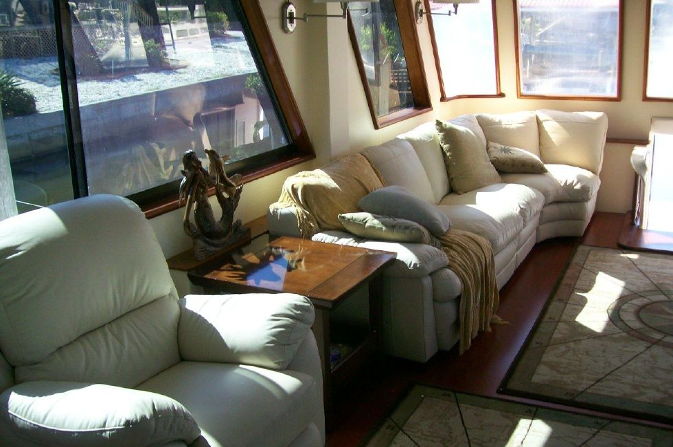 Salon aft to Starboard