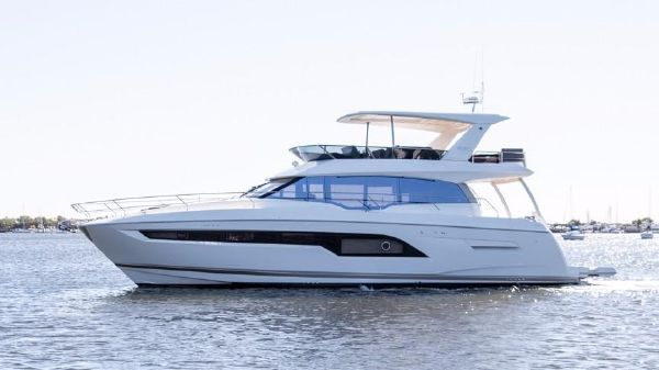 Prestige Yachts 630 Flybridge Port Side